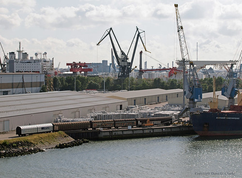 Goods train alongside MV Anatoliy Kolesnichenko