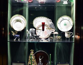 Picture Of 2017 Holiday Window 5 Of Scully & Scully Located At 504 Park Avenue At 59th Street In New York City. Scully & Scully Is A High End Home Goods Store. Photo Taken Wednesday December 27, 2017
